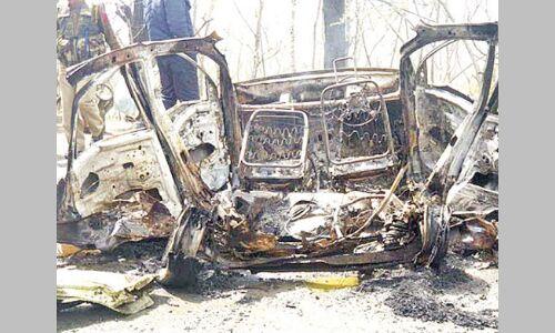 बनिहाल में सीआरपीएफ की बस के पास कार में धमाका