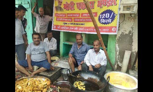 विपक्ष चाहे कितना भी मजाक बनाए, ताजनगरी के युवकों को भा गया पकौड़े का व्यवसाय