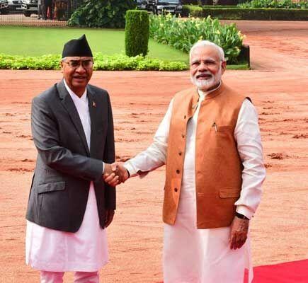 नेपाल पीएम देउबा का मोदी ने किया आत्मीय स्वागत