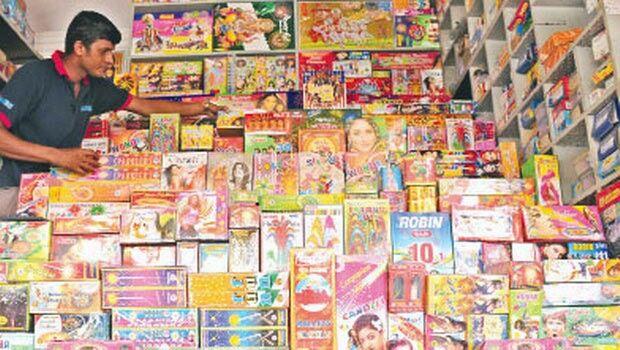 दीपावली पर इस बार सस्ते मिलेंगे पटाखे