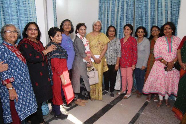 दादी व नानी बन चुकीं 1968 बैच की छात्राएं पहुंचीं सिंधिया कन्या विद्यालय