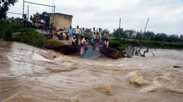 देश के कई राज्यों में बाढ़-बारिश से हाहाकार, उप्र, मप्र और बिहार बेहाल