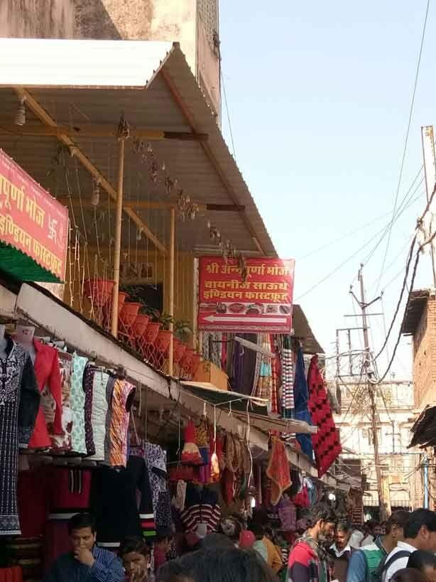 दुकानदारों ने कब्जाए नजरबाग मार्केट के मीटर कक्ष