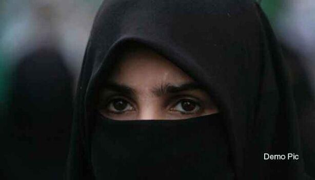 तीन तलाक से मुस्लिम महिलाओं की गरिमा पर होता है असर