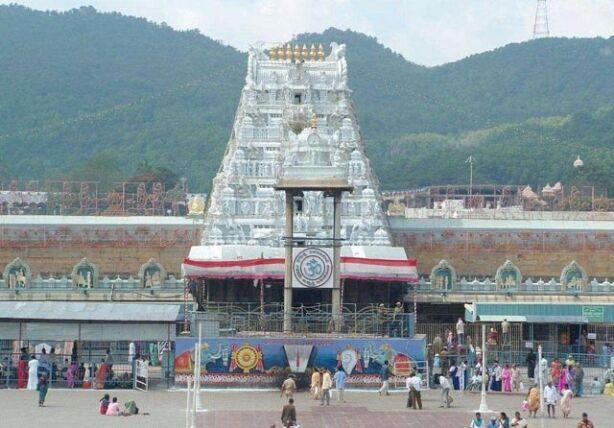 तेलंगाना के पुजारी ने तिरुमाला मंदिर से मांगा 1,000 करोड़ रुपए का बकाया