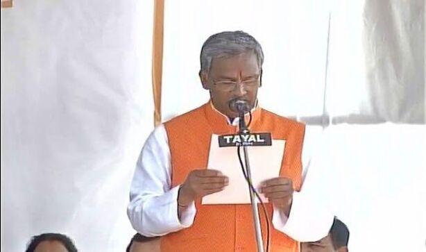 त्रिवेंद्र सिंह रावत ने 9 मंत्रियों के साथ ली उत्तराखंड के मुख्यमंत्री पद की शपथ