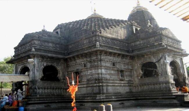 त्र्यंबकेश्वर मंदिर में महिलाओं को जाने से रोका