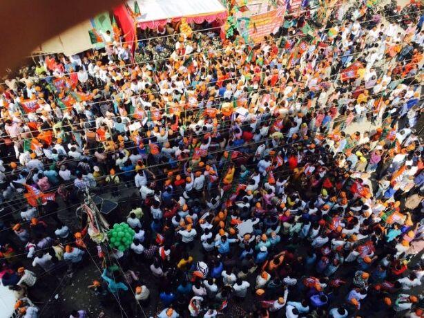 अमित शाह के रोड़ शो में उमड़ी भीड़