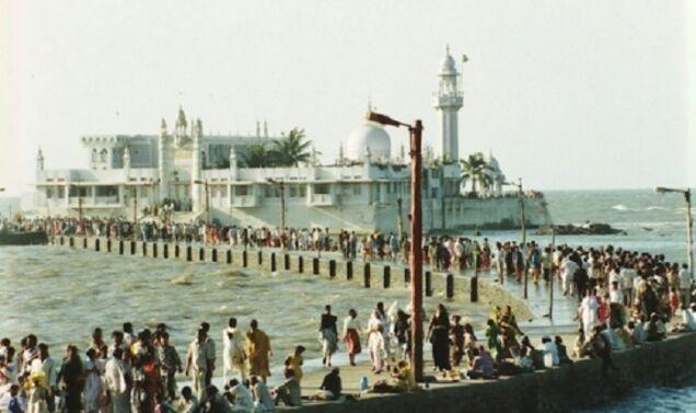 हाजी अली दरगाह में महिलाओं के प्रवेश को लेकर बॉम्बे हाईकोर्ट सुना सकता है फैसला