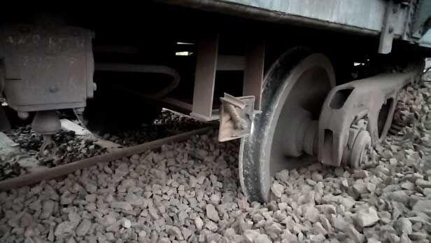 हरदा ट्रैन हादसा : मालगाड़ी का डिब्बा हुआ बेपटरी, मुंबई रूट बाधित