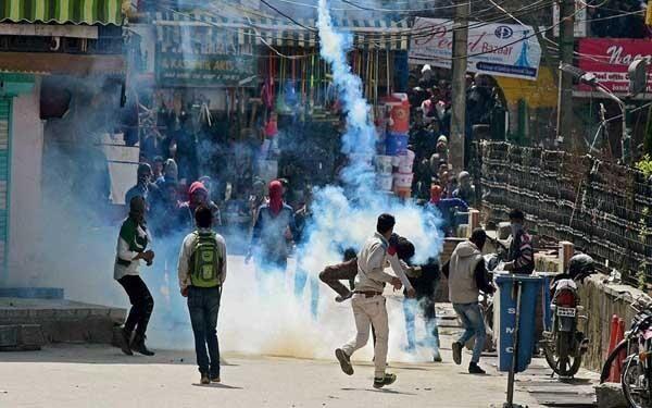 हंदवाड़ा तनावः कश्मीर में मोबाइल इंटरनेट पर रोक