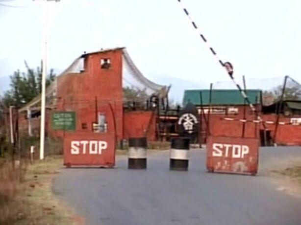 हंदवाड़ा में सैन्य कैंप पर हमला, तीन आतंकी ढेर
