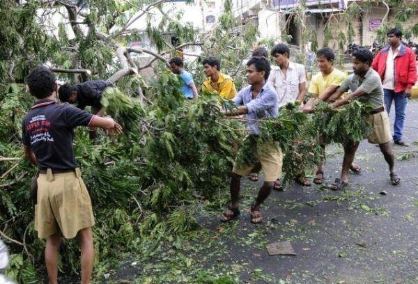 हजारों स्वयंसेवक व संघ चिकित्सक जुटे हैं भूकंप पीडि़तों की सहायता में