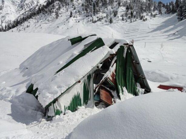 सोनमर्ग में सेना के कैंप पर गिरी बर्फ, 5 की मौत