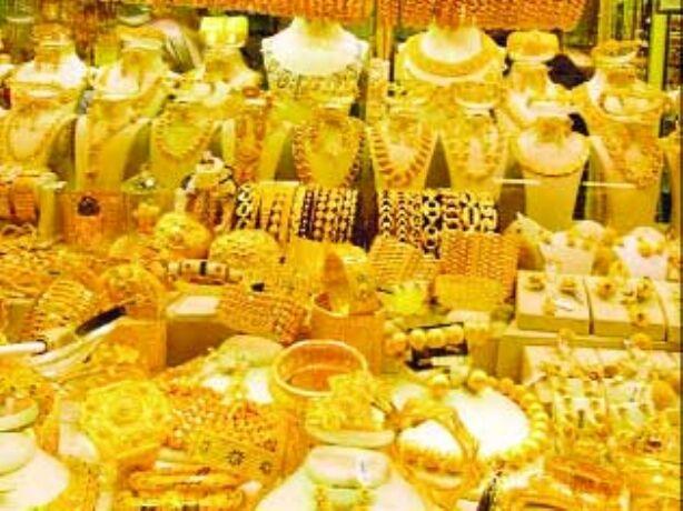 सोने की कीमतों में मामूली गिरावट चांदी चमकी