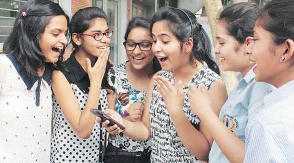 सीबीएसई 12वीं के नतीजे घोषित, दिल्ली की सुकृति रहीं टॉपर