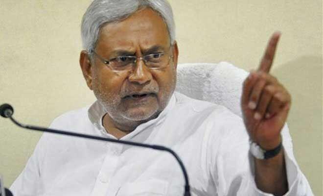 सियासत घमासान : नीतीश कुमार ने दी चुनौती, कोई पार्टी को तोड़कर दिखाएं