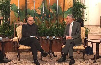 सिंगापुर के पीएम से मिले जेटली, मजबूत होंगे भारत-सिंगापुर आर्थिक संबंध