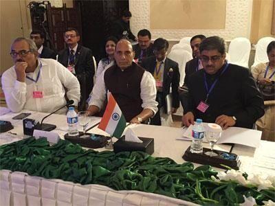 सार्क सम्मेलन में राजनाथ, आतंकियों को शहीद न बताएं